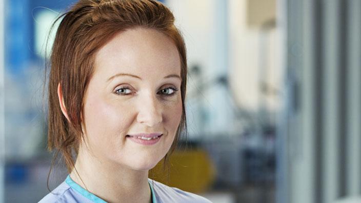 Se hele videoen med reaktioner fra sygeplejersker og stomiopererede