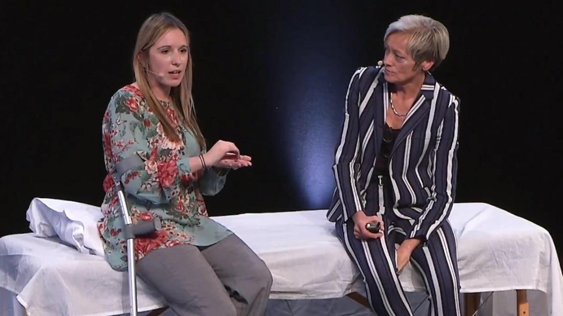 Se Rachel skifte sit stomiprodukt, og hør hende tale om, hvordan det er at leve med en komplicerede stomi.